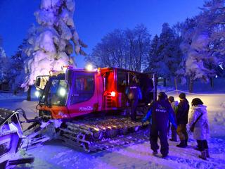 32ナイトツアー04雪上車s.jpg