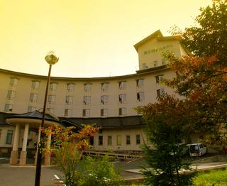 03四季のホテル全景s.jpg