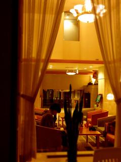 22四季のホテルロビー窓s.jpg